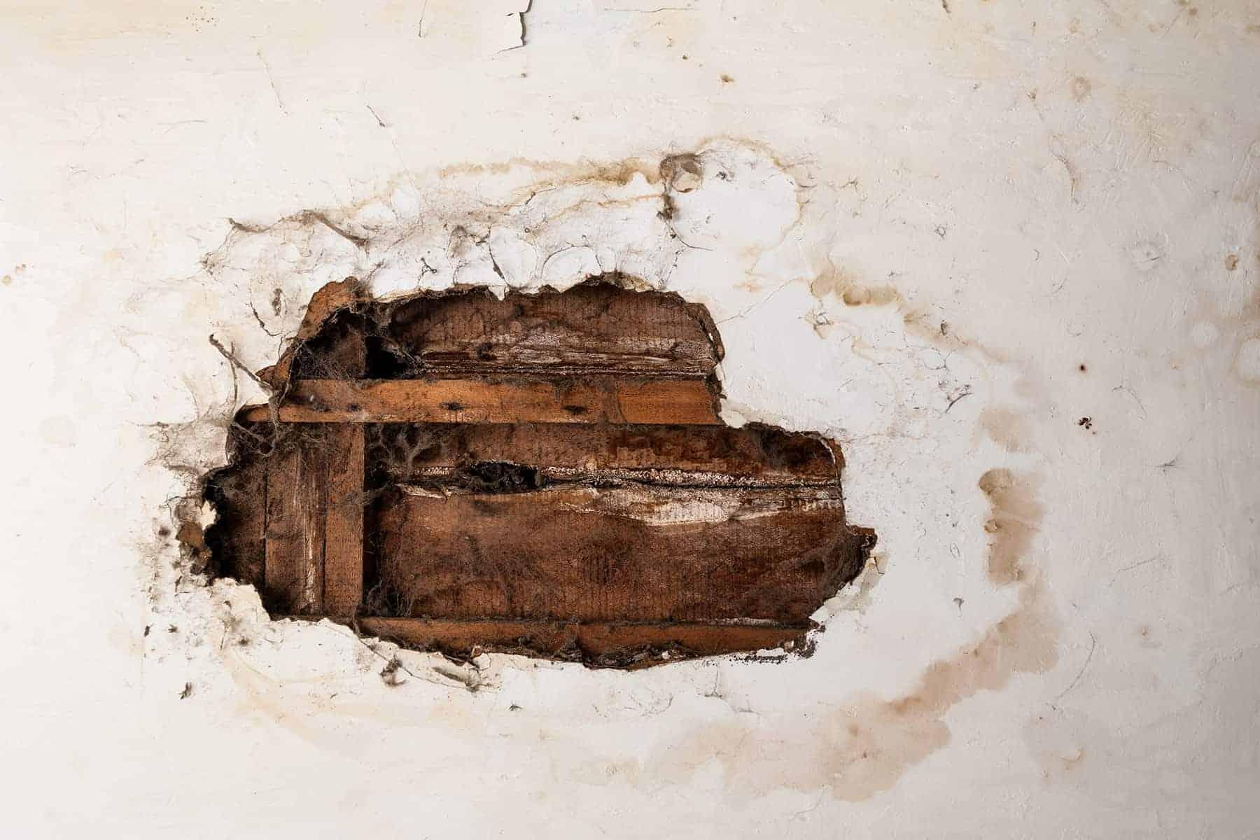 как исправить протекающую крышу изнутри